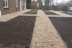 Eindresultaat-Voortuin-Haren-met-grindpaden