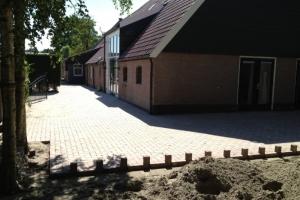 20120620055116_bestrating_betonklinkers_eijndeloos-decoratief