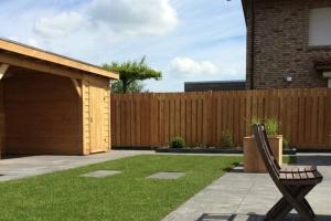 tuinaanleg-groningen-moderne-tuin-met-terrasoverkapping-2426-w1200