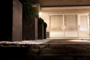 strakke-achtertuin-hardenberg-in-lite-tuinverlichting-2332-w1200